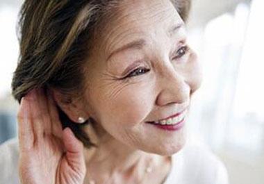 """老人总是""""听不懂""""小心耳聋!"""