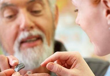 老年人选配助听器需辅导训练